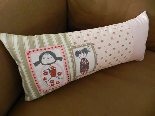 coussin,coussin rose,coussin kokeshi,coussin poupée japonaise,kokeshi,poupée japonaise